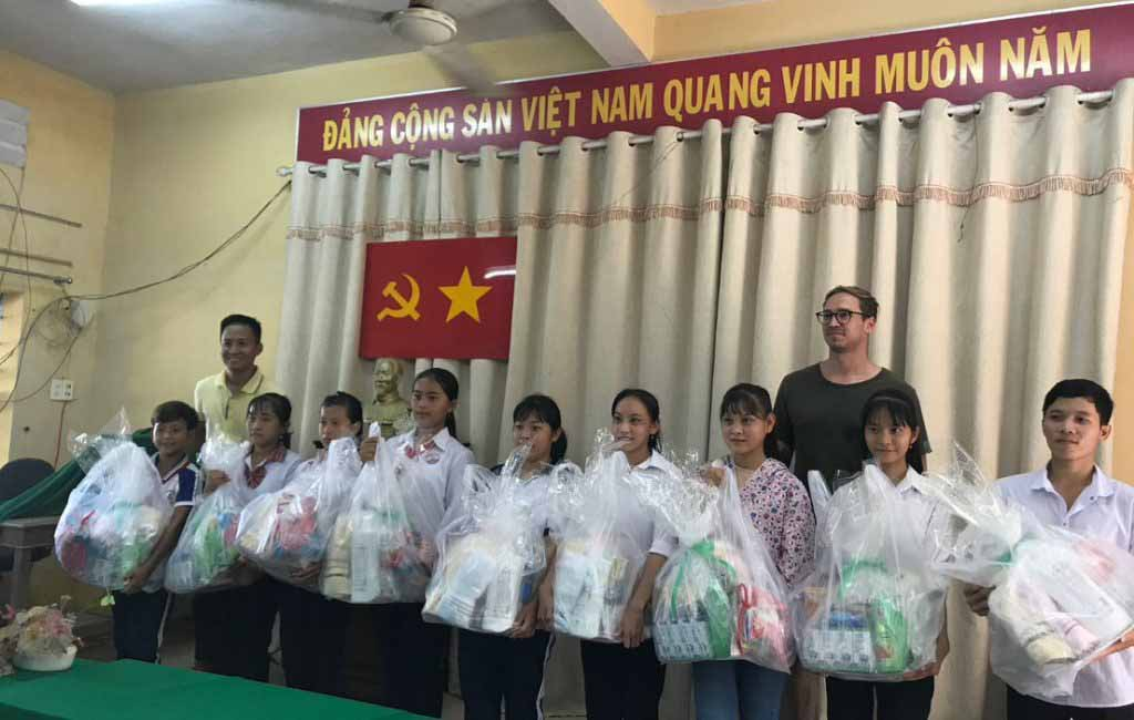 Spring Production's visit to Trà Vinh with saigonchildren