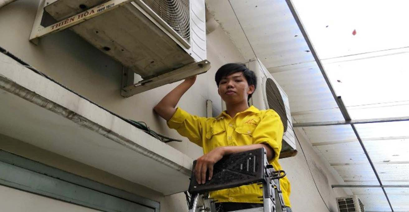 VUONG'S STORY- The young mechanic who overcame the fate