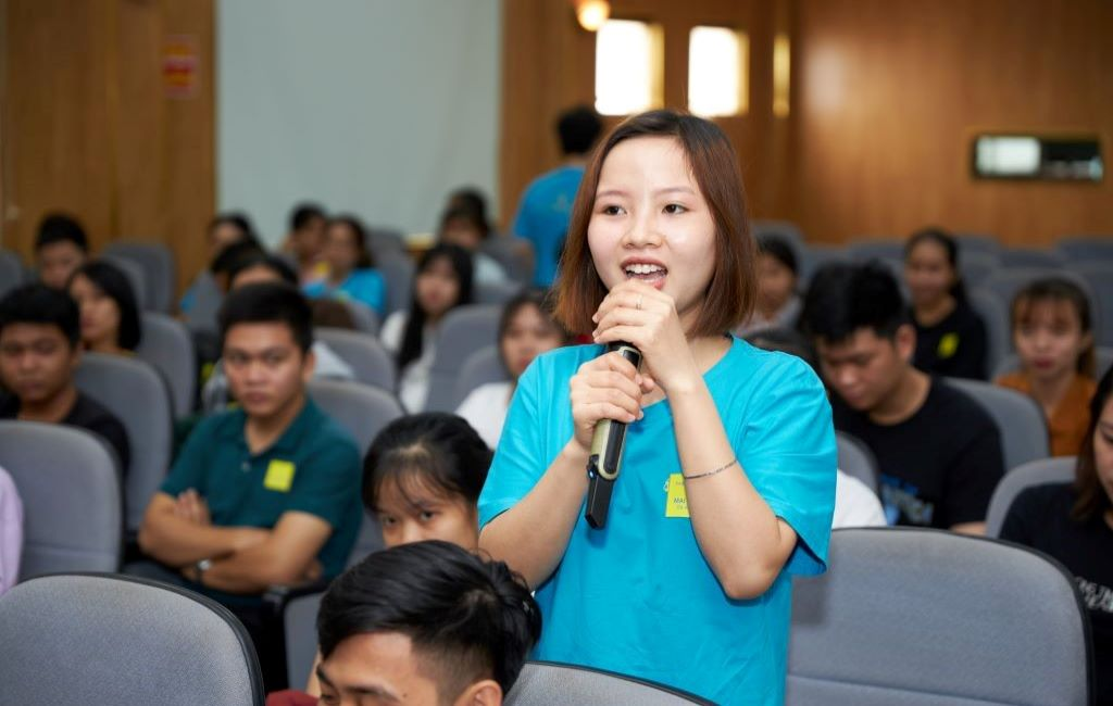 Personal finance workshop for post-high-school students and alumni by Standard Chartered