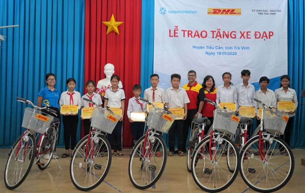 DHL Express donates 50 bicycles to disadvantaged students in Tra Vinh Province