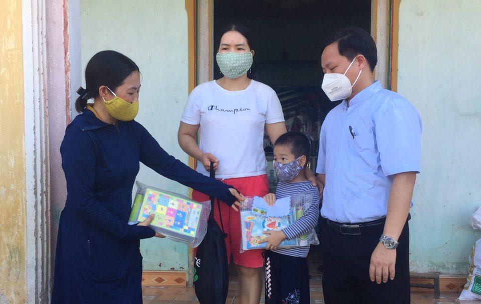 330 gói quà đã gửi đến tâm dịch Bắc Giang
